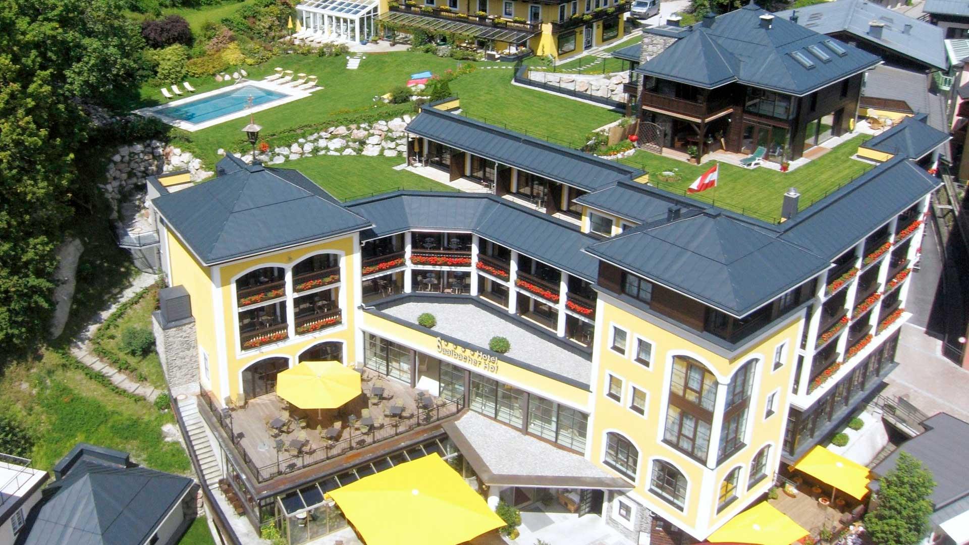 hotel-saalbacher-hof-draufsicht-sommer